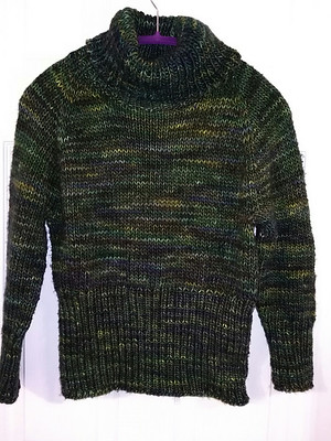 Jocelyne finished this awesome Metropolis by Tanis Lavallee using Malabrigo Mecha. The greens of the Hojas colourway is not easy to capture!