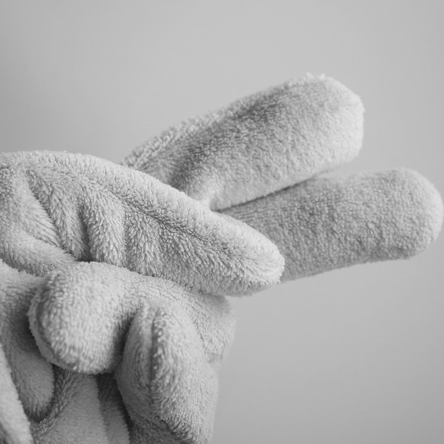 1080x1080 DAISO Hair Drying Gloves