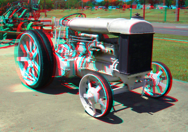 OLD HIGHWAY CONSTRUCTION TRACTOR 3D RED CYAN ANAGYLPH