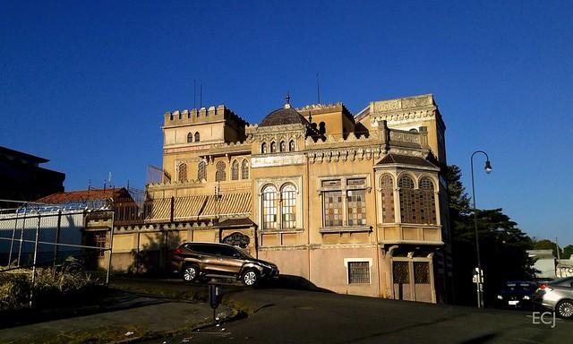 Otra vista del histórico (y declarado como patrimonio) Castillo del Moro, Barrio Amón av. 13, c. 3/ Another view of the historic (and heritage-gazeted)