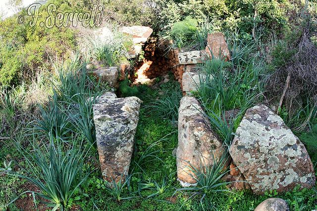 Tomba di Giganti Perd' 'e Accuzzai - Villa S.Pietro