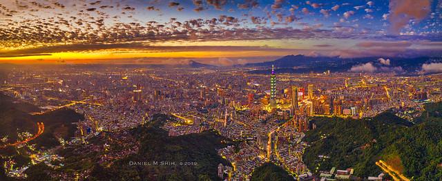 Aerial view of Taipei cityscape (panorama) 微光台北 空拍
