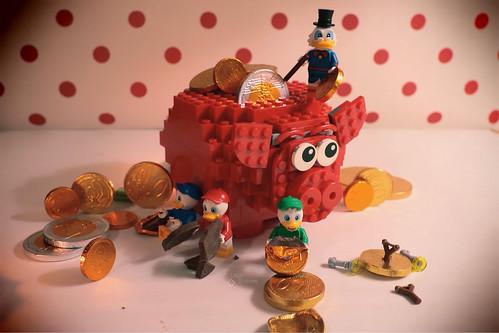 Uncle Scrooge piggy bank... missing some chocolate coins. #LegoScenes #CenasLego #lego #legography #legomacro #macro #minifigures #minifigs #canon #chocolate #chocolatecoins #money #coins # Scrooge #uncleScrooge #McDuck #Huey #Dewey #Louie #piggybank #pig