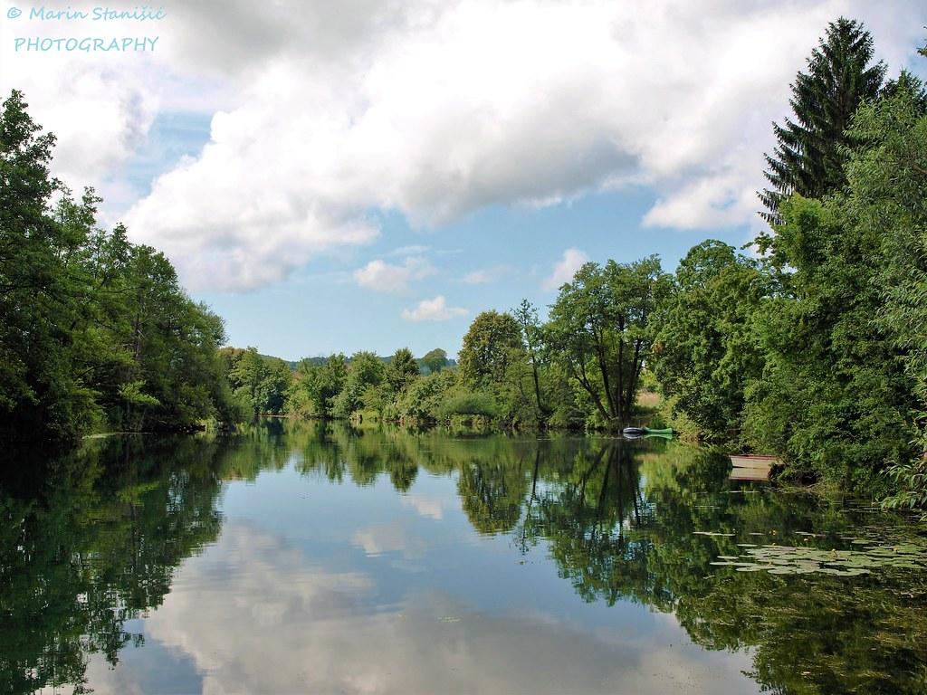 Croatia, Belajske Poljice - Cloudy day on river Korana
