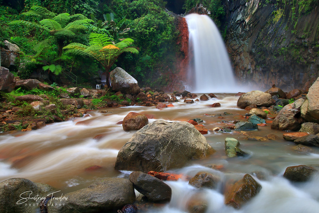 Pulangbato Falls and its red rocks