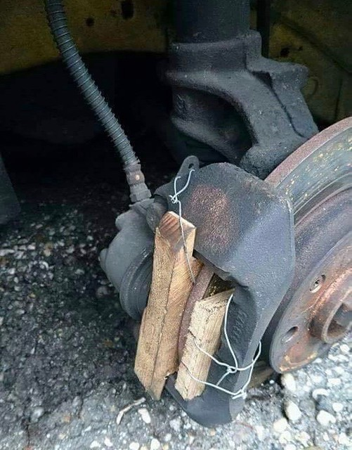 Plaquettes de freins en bois massif 49182979542_1e9c467af0_z