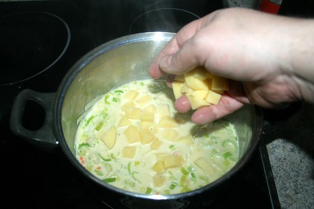 36 - Kartoffeln in Topf geben / Add potatoes