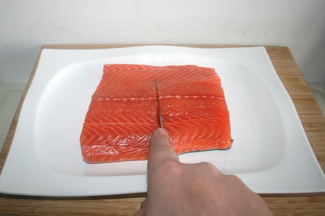 20 - Lachs halbieren / Cut salmon in halfs