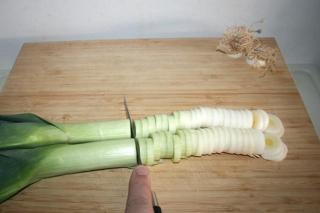 10 - Lauch in Ringe schneiden / Cut leek in rings