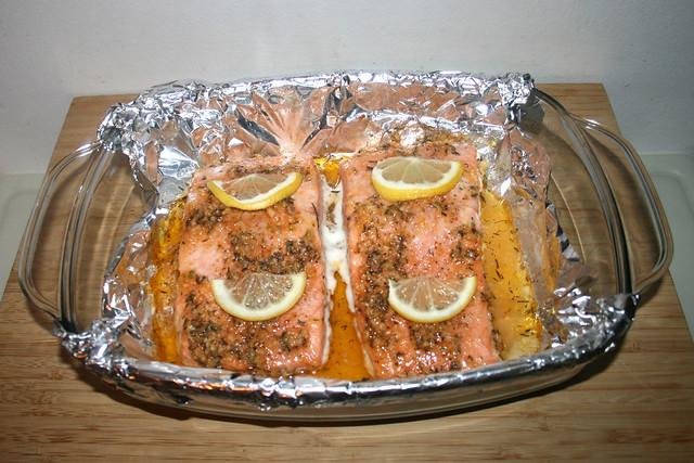 41 - Honey garlic glazed salmon with leek lentil vegetables - Finished baking / Lachs mit Honig-Knoblauch-Glasur an Lauch-Linsen-Gemüse - Fertig gebacken