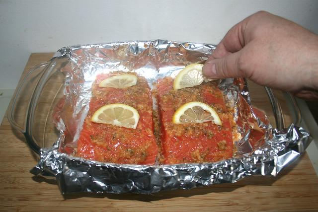27 - Zitronenscheiben auflegen / Put on lemon slices