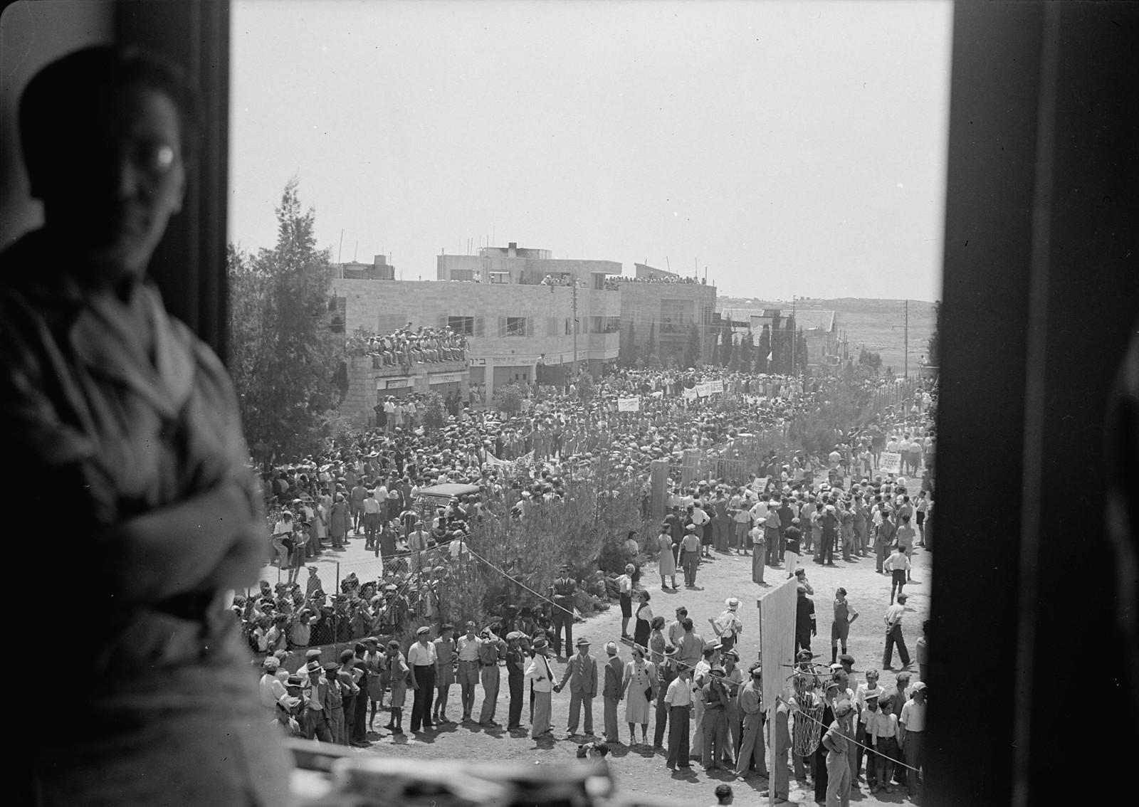 09. Массовая демонстрация на улице Кинг Джордж