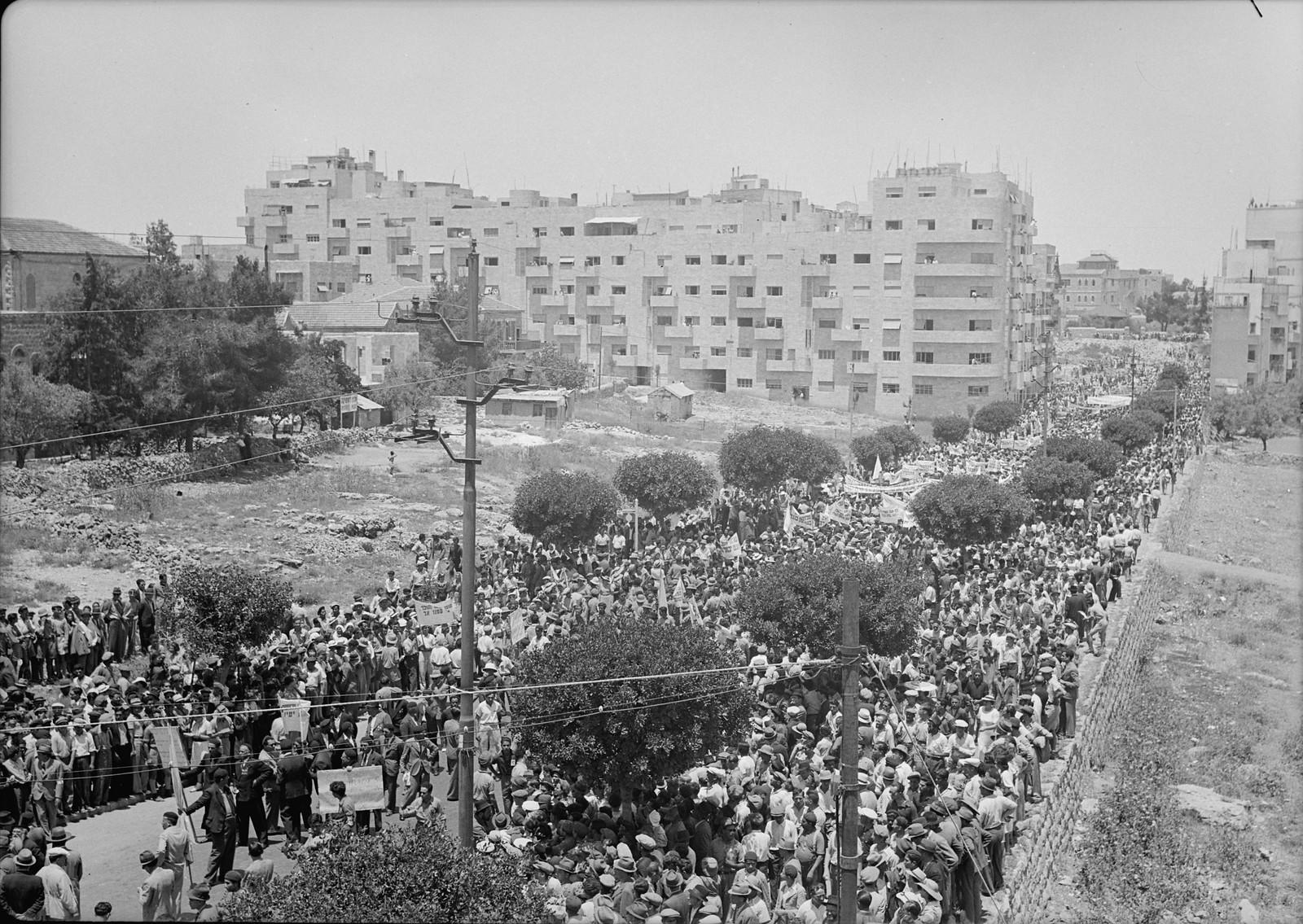 08. Массовая демонстрация на улице Кинг Джордж