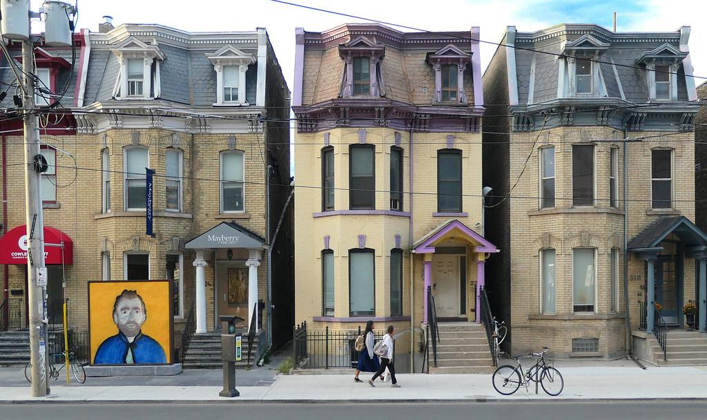 Urban Toronto.Dundas St.