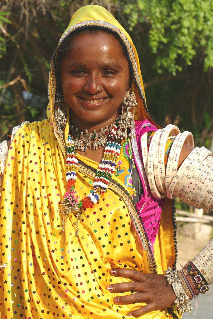 Jeune femme de la tribu Mir