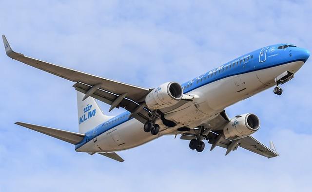 KLM 737-8BK 'Albatross' PH-BXU. Finals RWY 23 Glasgow Airport.