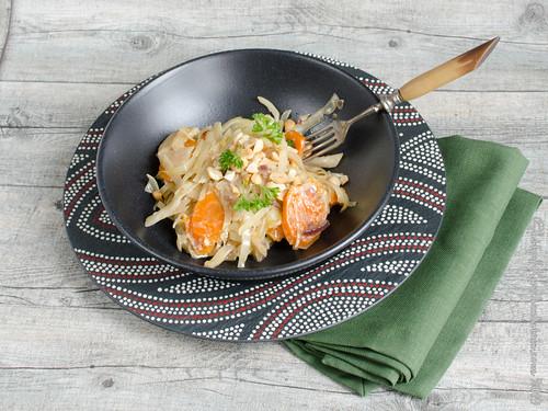 Asiatische Weißkohl-Möhren-Pfanne mit Kokosmilch und Erdnüssen (1)