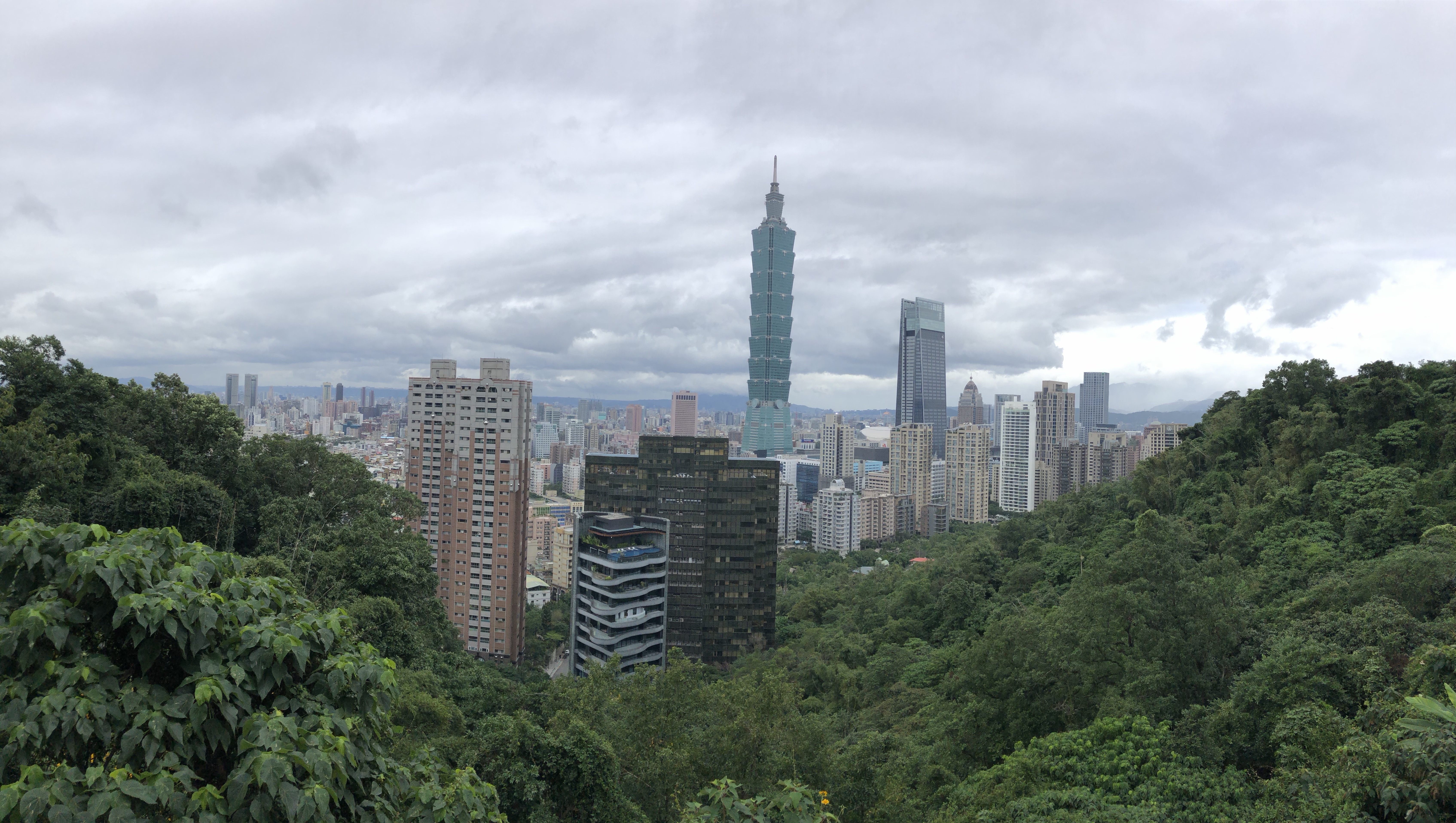 Hiking Elephant Mountain (象山) for the Best View of Taipei