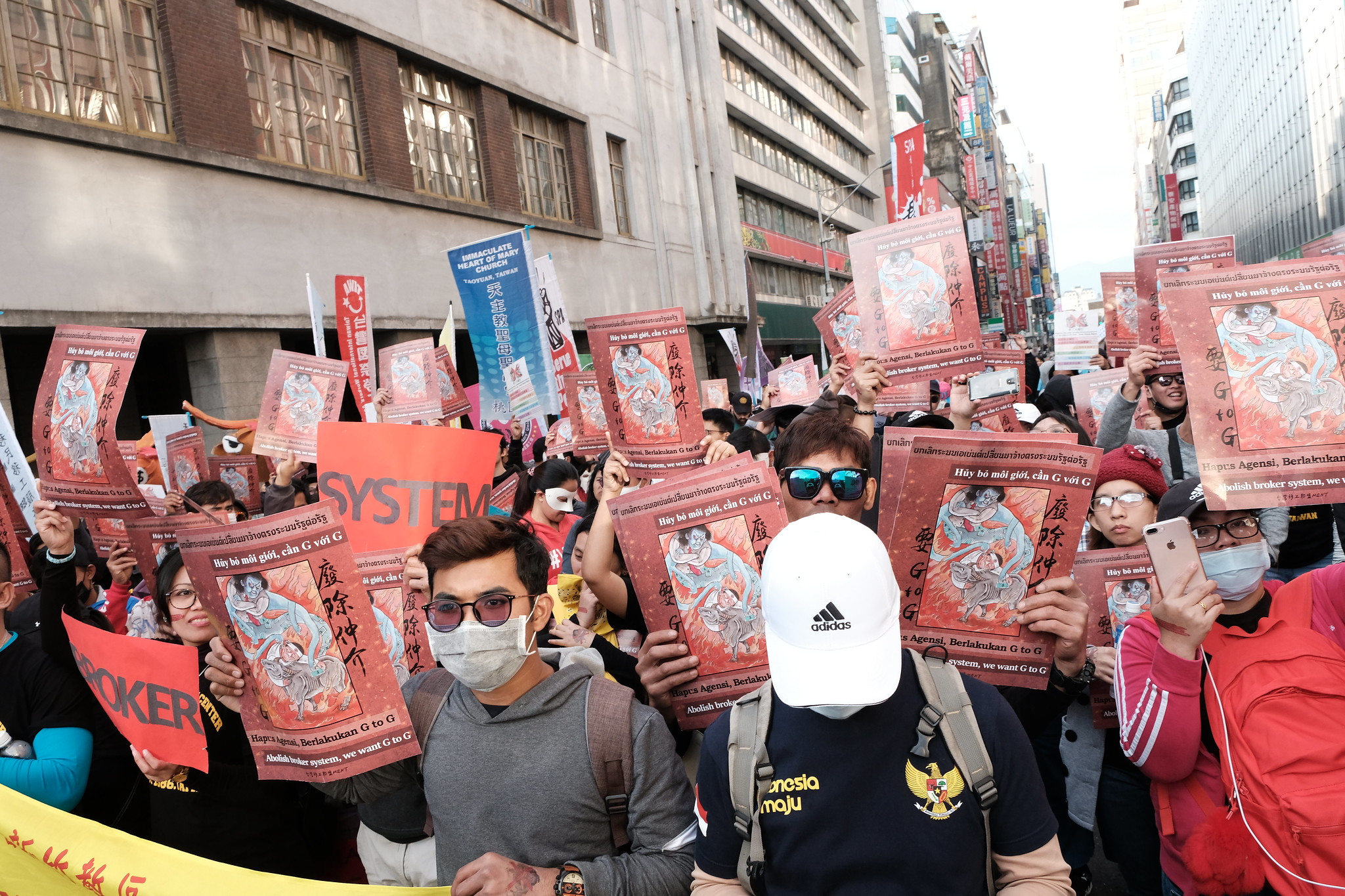 參與者於勞動部前高呼「G2G」。(攝影:唐佐欣)