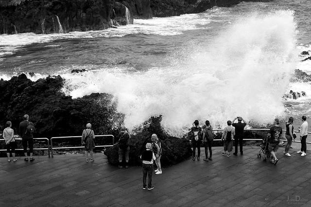 wet wave | puerto de la cruz | tenerife