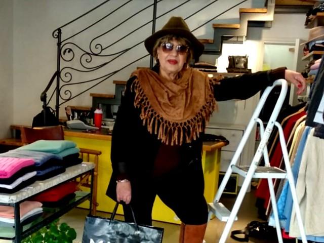 פרידה פירו Frida piro הציירת האמנית היוצרת הישראלית המודרנית העכשווית הריאליסטית הציירות האמניות היוצרות המודרניות העכשוויות צילום דיוקן דיוקנאות