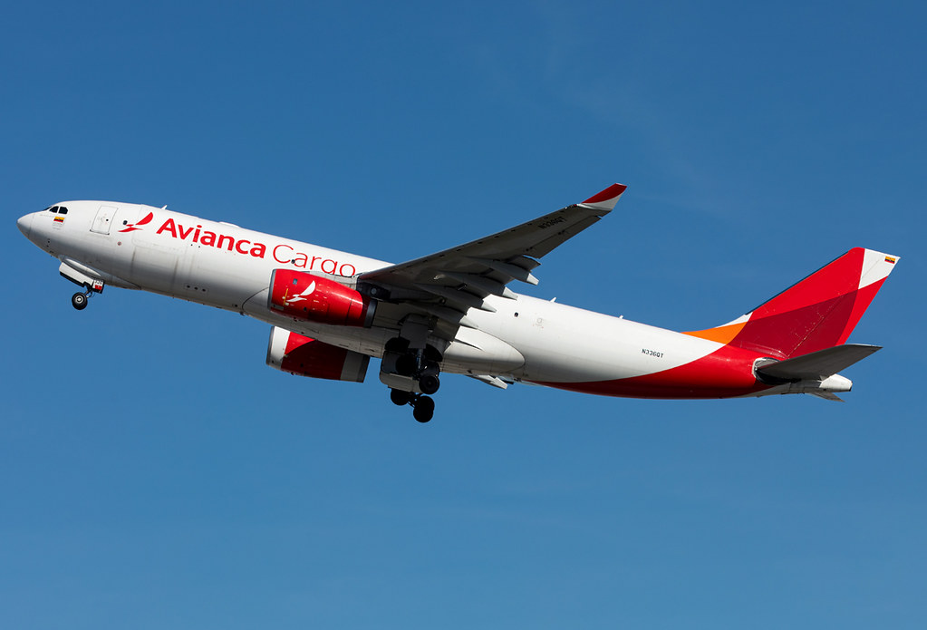 Climbing out of RWY27 bound for Bogota BOG. Delivered 04/2014 to Avianca Brasil.