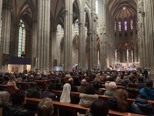 Nave central Catedral Nueva Vitoria Vigilia Año Jubilar 00