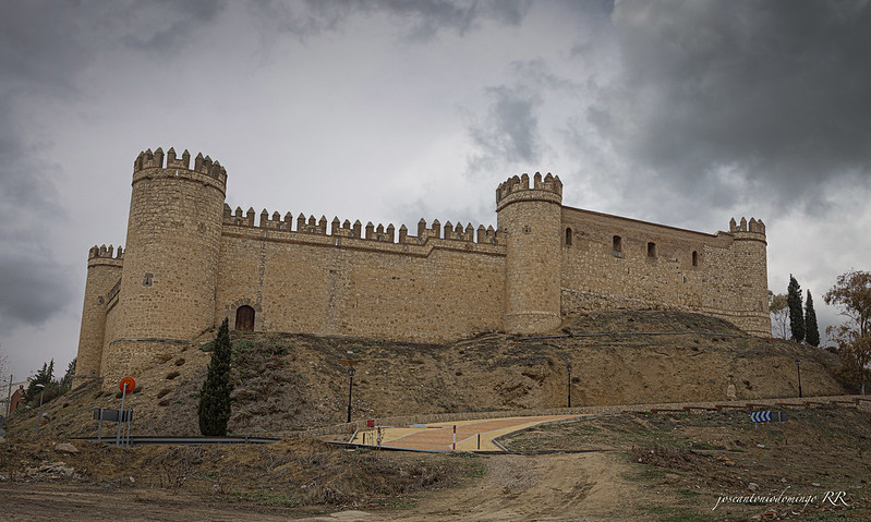 Castillo de la Vela en Maqueda. De origen musulmán. El matrimonio Cárdenas-Enríquez se encargó de reconstruirlo y ampliarlo en el siglo XV.