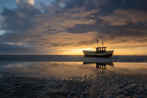 essex shoeburyness eastbeach boat libertybelle sunrise clouds river riverthames