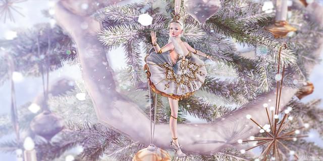 .christmas porcelain doll.