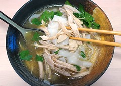 "NOT YOUR MAMA´S CHICKEN/NOODLE SOUP – ""CHICKEN PHO"" (PHỞ GÀ)"