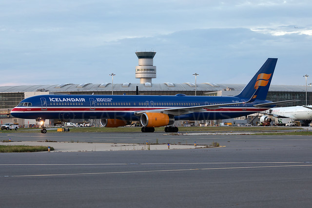 Icelandair Boeing 757-300 TF-ISX [YYZ]