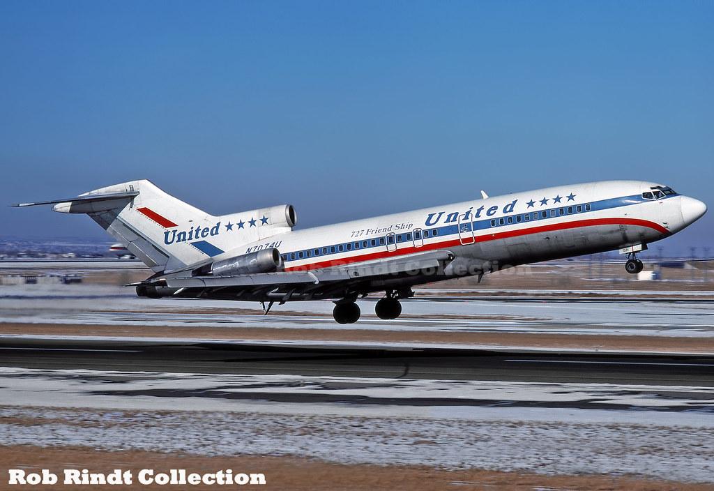 United Airlines B727-22 N7074U
