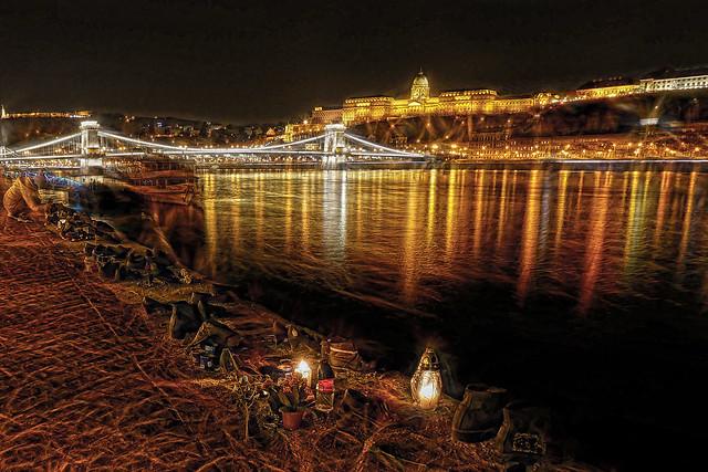 Budapest - Hungria - el Monumento de los Zapatos