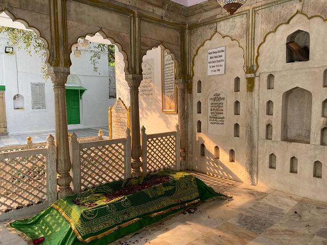 City Faith - A Secretive Sufi Shrine, Connaught Place