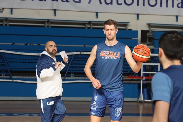 ENTRENAMIENTO   Mirza Bulić completa su primera sesión como azulino