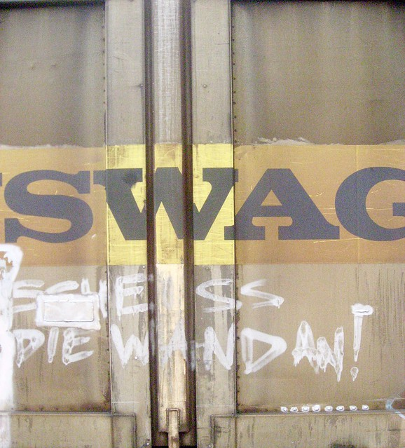 SWAG: flat boring surface wag the dog - series Dirty old see-side townscape§IMG_2119