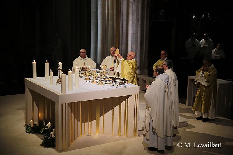 Consécration autel cathédrale Bayeux 08.12.19