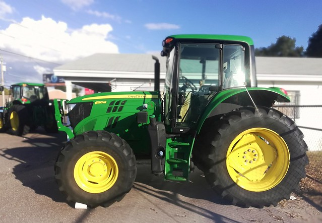 Big John Deere Tractor - Iconic Green/Yellow