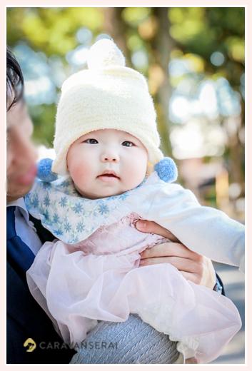 5か月の女の子赤ちゃん 冬 帽子をかぶって
