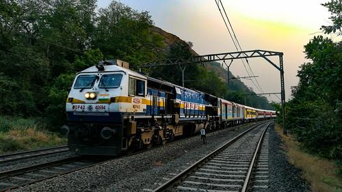 wdp4d udyanexpress indianrailways bhorghat sunset