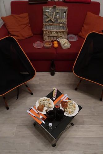 Picknick (zur Einweihung des Picknickkorbs) in unserem Wohnzimmer (aufgrund der aktuellen Witterungsbedingungen)