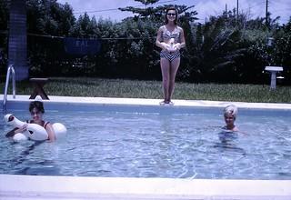 Found Photo - Women in Pool