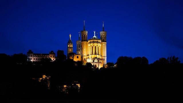 Basilique Notre-Dame de Fourvière à l'heure bleue