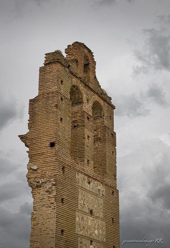 Espadaña campanario. Único resto que queda de la Iglesia de Sto. Domingo (s. XV)