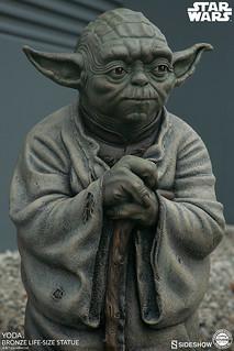 不讓尤達寶寶專美於前!Sideshow Collectibles《星際大戰》尤達 1:1等身比例 青銅雕像(Star Wars Yoda Bronze Statue)