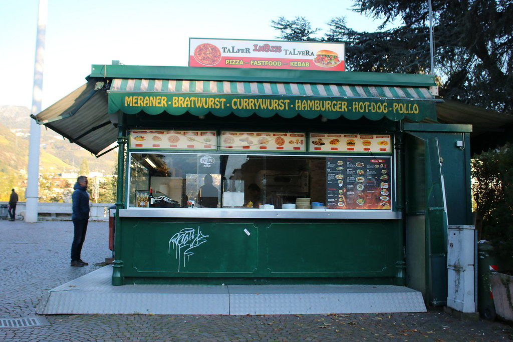 Bolzano - Bozen: Talfer-Imbiss-Talvera am Siegesplatz
