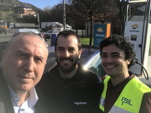 Mikel Agirregabiria. Mikel Zabaleta (Ingeteam) e Iker Marino alcanzando 177 Kw: Nuevo récord de recarga de nuestro Tesla Model 3