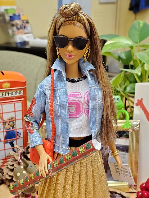 Fashionista Rosey joins me at the office.  She's doing a bit of holiday shopping.