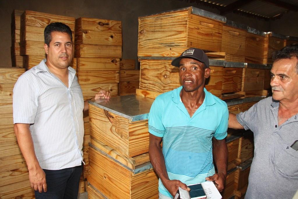 Alcobaça entrega kit apicultura e CARCEFIR na comunidade da Igrejinha (11)